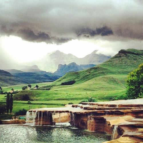 Drakensberg Accommodation Hotels: Midweek Getaway For 2 @Bushman's Nek