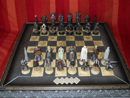 Chess draughts checkers lord of the rings chess set collection was sold for r2 on 17 - Lord of the rings chess set for sale ...